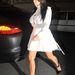 Kardashian, január 11, Párizs: fehér miniszoknya és gombos blúz, ami szűknek bizonyul.