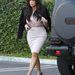 Január 14: Kardashian krémszínűben megy meetingre.