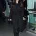 Január 14, New York: ismét reptéren, Kardashian rétegesen és kényelmesen öltözött fel.