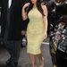 Kardashian New Yorkba repült, ott már ebben a csinos sárga ruhában ment az NBC stúdióba, hogy a Today showban promótálja új reality-jét.