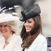 Kate Middleton és anyósa kalapban