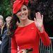 Nőies pirosban a királynő gyémánt jubileumán