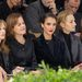 Isabelle Huppert Sigourney Weaver Jessica Alba Leelee Sobieski és Carole Bouquet a Dior bemutató első sorában.