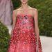 Nőies színek és romantikus virágmotívumok a Diortól