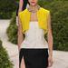 Felvenné a rikító sárgát púder színű szoknyával?