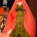 Lazac színű fátyol a bátor zöld spagettipántos ruhához,  Jean Paul Gaultiertől.