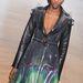 Kabátruha  On Aura Tout Vu Haute Couture kollekciójában.