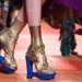 Pradával vetekszik Gaultier kék talpú cipője