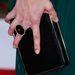 Jessica Paré gyűrűje és retikülje