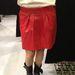 Mango outlet: ez a piros bőrszoknya elvileg idén jön divatba, gyakorlatilag kábé egy éve az üzletben áll. 29995 forint helyett 9995.