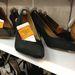 Mango: a kiegészítők között is vannak döbbenetes árú darabok, ez a fekete bőrcipő például 2995 forint.