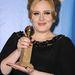 Adele hegyes körmökkel vette át a díját a Golden Globe-on.
