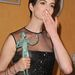 Anne Hathaway pillangós körmökkel vette a neki ítélt díjat a SAG-on.