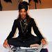 Dezso ékszereket mutat be egy modell a New York-i divathéten