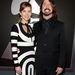 Ez Dave Grohl a Nirvanából/Foo Fightersből. De a feleségét nézzék, Jordyn Blumot!