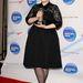 Adele átlátszó harisnyája vastagítja lábát és alakját.