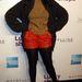 Jennifer Hudson piros bőr shortja alá vette fel az alakját nyújtó fekete harisnyát.