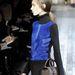 A kék póniszőrbetéttel kombinált pulóverben csak a póniszőrrel van bajunk