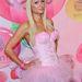 Paris Hilton Barbie-nak öltözve