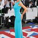 Amy Childs a kék egy harsányabb árnyalátaban Londonban.
