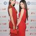 2013 divatikonjai, Kendall Jenner és Kylie Jenner pirosban