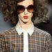 Napszemüveg, kócos haj és kockás ing Marc By Marc Jacobstól