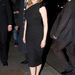 Kylie Minogue térd alatti egyrészes feketében Párizsban
