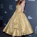 Christa B. Allen Rafael Cennamo Couture ruhában és Armani cipőben