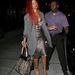 Rihanna állatmintás táskájához és vörös hajához választotta a hosszabb fazonú blézert