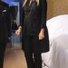 Uma Thurman újabb fekete szerelése zakóval és hegyes orrú cipővel.