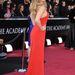 A 2011-es Oscaron se bonyolított atúl a ruha szabását Lawrence.