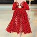 Valamiért a Glamour szerint idén az Alexander McQueentől fog ruhát választani, méghozzá valami ilyesmit.
