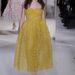 Ha valakinek, neki jól állhat egy sárga Giambattista Valli ruha.