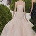 Egy kislányos Dior ruha kiemelné a színésznő finom vonalait.