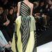 De mivel Hathaway szereti a letisztult vonalakat és a luxust, simán lehet, hogy egy efféle Armani Privé ruhában jelenik majd meg.