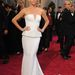Charlize Theron Dior Couture ruhában pózol