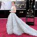 Amy Adams Oscar de la Renta ruhában, és csillogó gyémántkarkötővel.