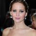 Jennifer Lawrence kék szemeit nagyon jól kiemelik a drámai feketével.