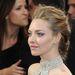 Amanda Seyfried szemhéjain ezüst és lila port ötvöztek, és milyen jól tették, baromi jól néz ki!