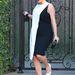 Február 21-én se tudott már mit kezdeni egyre nagyobb hasával Kardashian, akkor ezt a fekete-fehér ruhát vette fel. De még mindig jobb, mint a peplumos nadrág, nem?