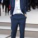 Rita Ora így teszi lazává a kék nadrágkosztümöt.