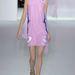 Szolid fodrok a Dior ruha oldalán
