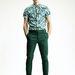 Ez a kép ismerős lehet, a H&M egyik kampányából való. Egyszerre két trend jelenik meg: a zöld színek és a minták.
