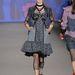 Anna Sui volt a legmerészebb a tavaszi trendeket felvonultató divatbemutatón. Cicafül feketén, oldalra biccentve messziről...