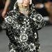 Lagerfeld szerint ilyen giccses kabátokat fogunk hordani jövőre