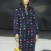 Romantiksabb hangvételú egyrészes hosszú ruha a Chanel kifutóján