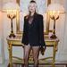 kate Moss a párizsi divathéten ellátogatott Carine Roitfeld koktélpartijára. Roitfeld, a párizsi Vogue egykori főszerkesztője új lapja, a CR Fashion Book második számát mutatta be március 5-én a párizsi Hotel Shangri-La-ban.