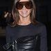Carine Roitfeld munkavédelmi szemüvegben, gumipókkal a derekán ment divatbemutatóra. A szett minden része Givenchy.