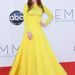 Julianne Moore rikító sárga estélyiben az Emmy-gálán Los Angelesben.