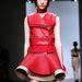 Szepesi Melinda piros bőr szerelésben a David Koma bemutatón